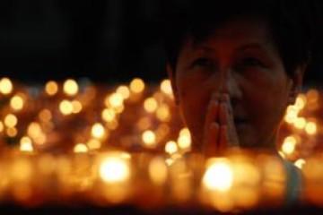 praying--worship_19-105192